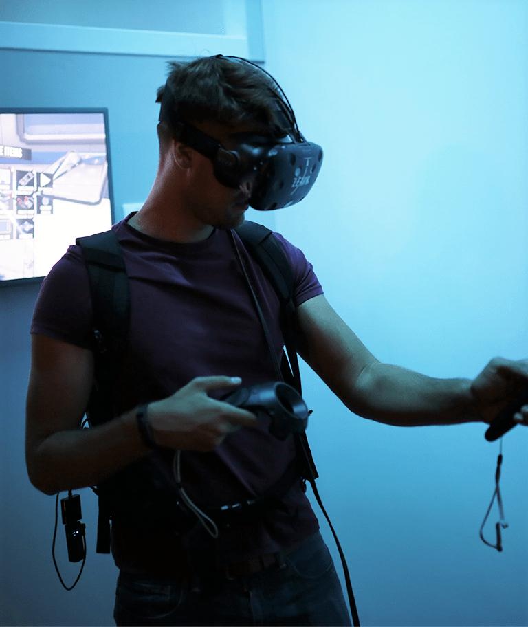 Die HTC Vive Pro VR Brille im EInsatz im LEAVR Leipzig